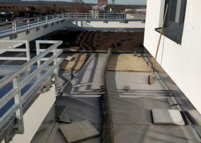 Dachaufbau des Baumschulenweg 21. Von der Folie bis zum Substrat ist es ein weiter Weg.